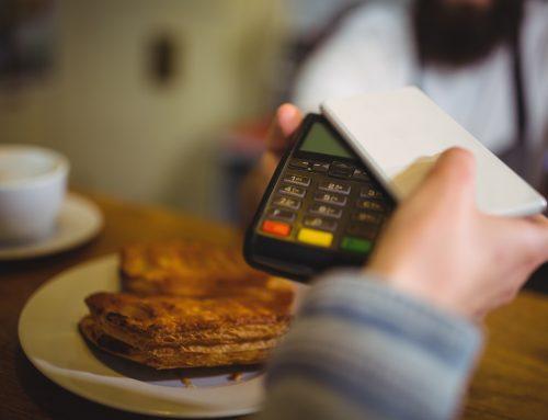Kontxi utiliza su smartphone como cartera