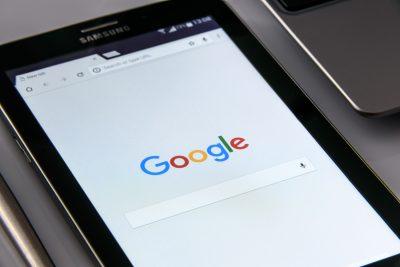 """Para usar el asistente, sólo tendremos que decir """"OK Google"""", o pulsar en el icono del micrófono."""