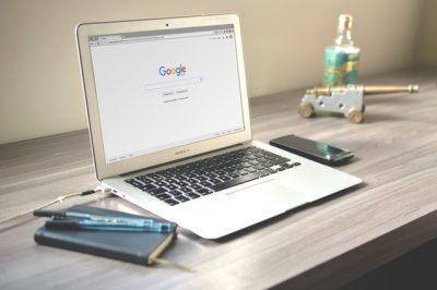 Google Docs Google-ren suite ofimatikoa da, edozein gailutatik sar gaitezke bertara.