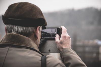 desde fotografías que sacamos, hasta diseños creados por artistas, los fondos de pantalla tienen una gran variedad de personalización.